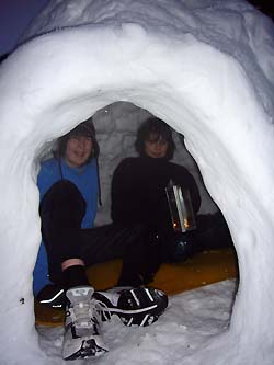 how to build an igloo with snow bricks